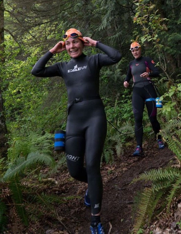 Annie an Brooke running downhill during their first swimrun